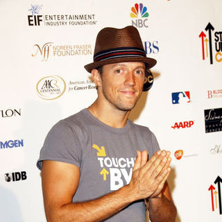 Jason Mraz in Stand Up To Cancer - Arrivals