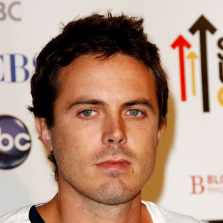 Casey Affleck in Stand Up To Cancer - Arrivals - ALO-025469