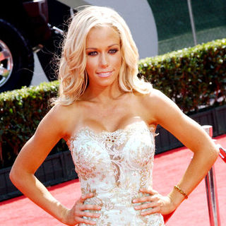 Kendra Wilkinson in 16th Annual ESPYs - Arrivals