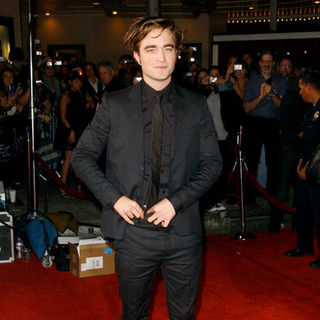 "Robert Pattinson in ""Twilight"" Los Angeles Premiere - Arrivals"