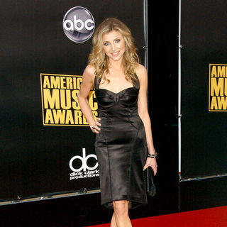 Sarah Chalke in 2008 American Music Awards - Arrivals