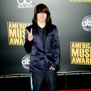 Mitchel Musso in 2008 American Music Awards - Arrivals