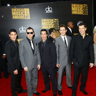 New Kids On The Block in 2008 American Music Awards - Arrivals