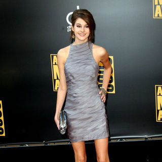 Shailene Woodley in 2008 American Music Awards - Arrivals