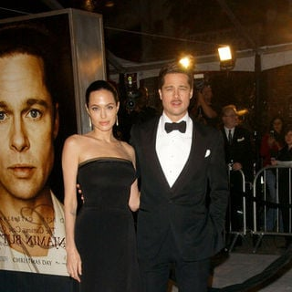 "Angelina Jolie, Brad Pitt in ""The Curious Case Of Benjamin Button"" Los Angeles Premiere - Arrivals"
