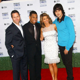 Lori Loughlin, Rob Estes, Tristan Wilds, Michael Stege in 35th Annual People's Choice Awards - Arrivals