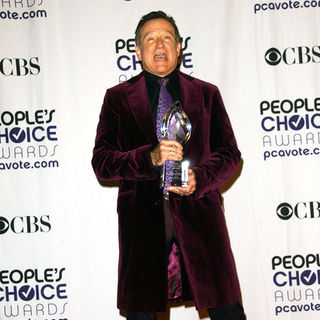 Robin Williams in 35th Annual People's Choice Awards - Press Room - ALO-051047