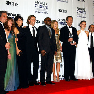 Hugh Laurie, Jennifer Morrison, Olivia Wilde, Peter Jacobson, Jesse Spencer, Omar Epps, Lisa Edelstein in 35th Annual People's Choice Awards - Press Room