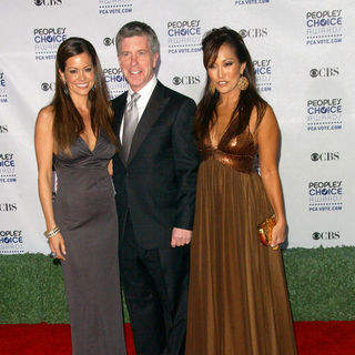Brooke Burke, Carrie Ann Inaba, Tom Bergeron in 35th Annual People's Choice Awards - Arrivals