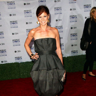 Debra Messing in 35th Annual People's Choice Awards - Arrivals