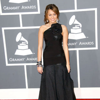 Miley Cyrus in The 51st Annual GRAMMY Awards - Arrivals
