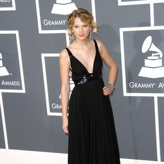 Taylor Swift in The 51st Annual GRAMMY Awards - Arrivals