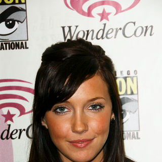 Katie Cassidy in Wonder Con - Day 3