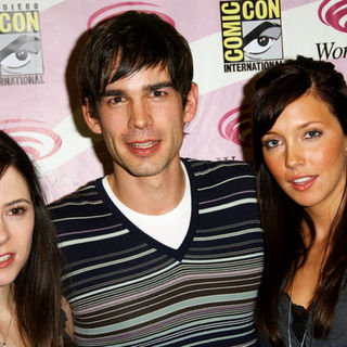 Elaine Cassidy, Christopher Gorham, Katie Cassidy in Wonder Con - Day 3