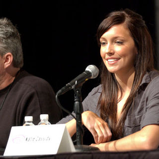 Jeffrey Bell, Katie Cassidy in Wonder Con - Day 3