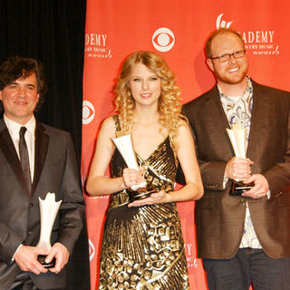 Scott Borchetta, Taylor Swift, Nathan Chapman in 44th Annual Academy Of Country Music Awards - Press Room