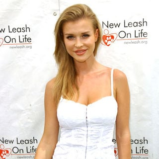 Joanna Krupa in 8th Annual Nuts For Mutts Dog Show & Pet Fair - Arrivals