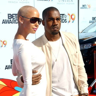 Amber Rose, Kanye West in 2009 BET Awards - Arrivals