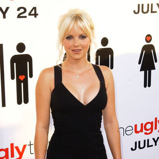 "Anna Faris in ""The Ugly Truth"" Los Angeles Premiere - Arrivals"