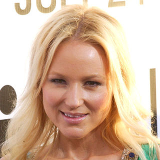 "Jewel Kilcher in ""The Ugly Truth"" Los Angeles Premiere - Arrivals"