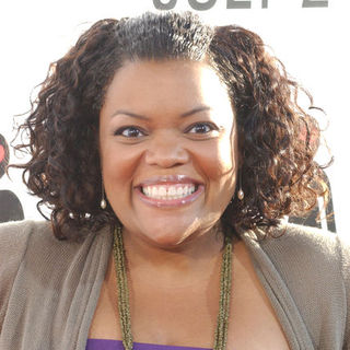 "Yvette Nicole Brown in ""The Ugly Truth"" Los Angeles Premiere - Arrivals"