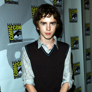 Freddie Highmore in 2009 Comic Con International - Day 1