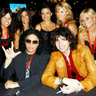 Gene Simmons, Nick Simmons in 2009 Comic Con International - Day 3