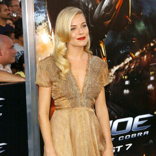 "Sienna Miller in ""G.I. Joe: Rise of Cobra"" Los Angeles Premiere - Arrivals - ALO-079788"