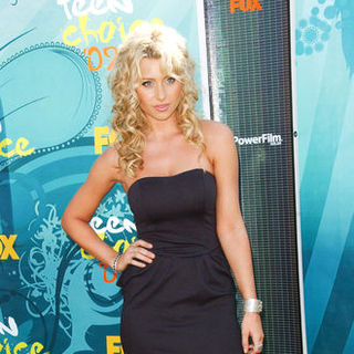 Alyson Michalka in 2009 Teen Choice Awards - Arrivals - ALO-080423