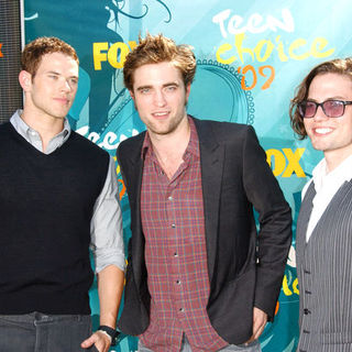 Kellan Lutz, Robert Pattinson, Jackson Rathbone in 2009 Teen Choice Awards - Arrivals