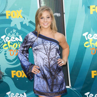 Shawn Johnson in 2009 Teen Choice Awards - Arrivals