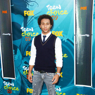 Corbin Bleu in 2009 Teen Choice Awards - Arrivals