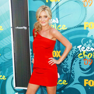 Amanda Michalka in 2009 Teen Choice Awards - Arrivals