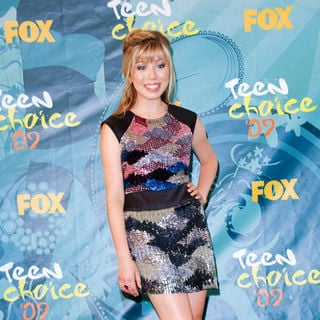 Jennette McCurdy in 2009 Teen Choice Awards - Press Room