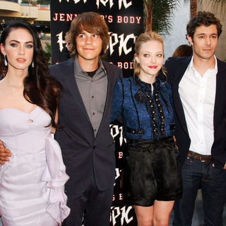 "Megan Fox, Johnny Simmons, Amanda Seyfried, Adam Brody in ""Jennifer's Body"" Fan Event - Arrivals"