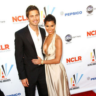 Eric Winter, Roselyn Sanchez in 2009 NCLR ALMA Awards - Arrivals
