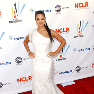 Paula Garces in 2009 NCLR ALMA Awards - Arrivals