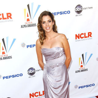 Julie Gonzalo in 2009 NCLR ALMA Awards - Arrivals
