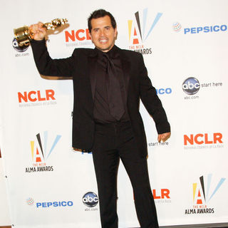John Leguizamo in 2009 NCLR ALMA Awards - Press Room