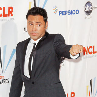 Oscar De La Hoya in 2009 NCLR ALMA Awards - Arrivals