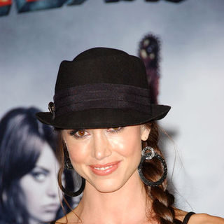 "Shannon Elizabeth in ""Zombieland"" Los Angeles Premiere - Arrivals"