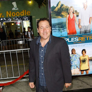 "Jon Favreau in ""Couples Retreat"" Los Angeles Premiere - Arrivals"
