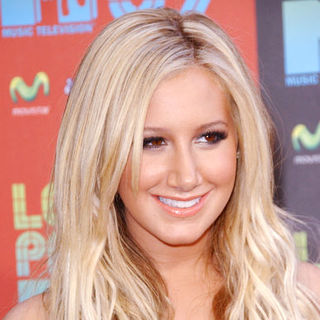 Ashley Tisdale in 2009 MTV Latin VMAs - Arrivals