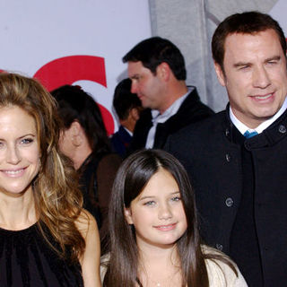 "John Travolta, Kelly Preston, Ella Bleu Travolta in ""Old Dogs"" Los Angeles Premiere - Arrivals"