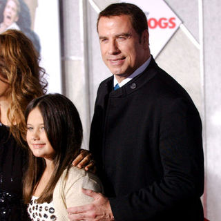 "John Travolta, Ella Bleu Travolta in ""Old Dogs"" Los Angeles Premiere - Arrivals"
