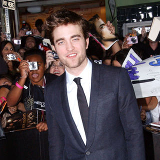 "Robert Pattinson in ""The Twilight Saga's New Moon"" Los Angeles Premiere- Arrivals"