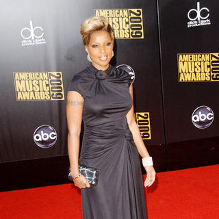 Mary J. Blige in 2009 American Music Awards - Arrivals