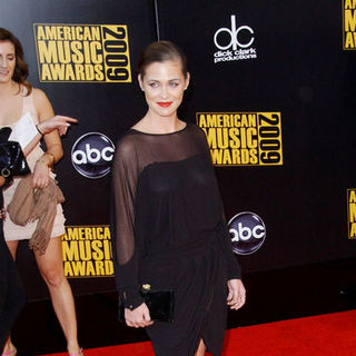 Christine Woods in 2009 American Music Awards - Arrivals - ALO-098012