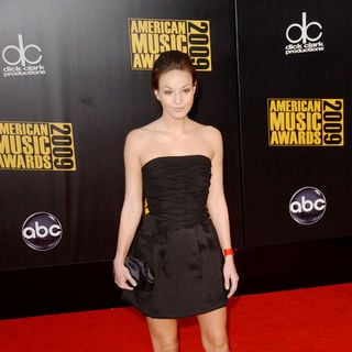 Samantha Droke in 2009 American Music Awards - Arrivals