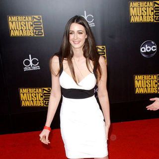 Madeline Zima in 2009 American Music Awards - Arrivals